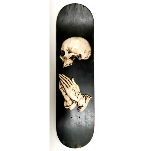 """Tavola da Skate con scritta """"Fuck"""" a rilievo e tirapugni"""